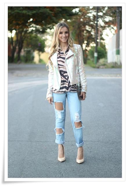 look-da-onca-blazer-paetes-rosa-furta-cor-la-vi-camisa-tigre-la-vi-ripped-jeans-drestroyed-la-vi-scarpin-spikes-pigalle-bolsa-transparente-la-vi4