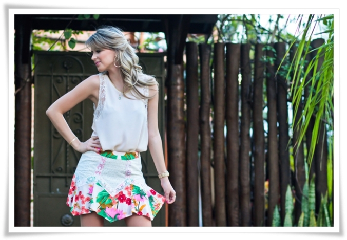 look-do-dia-estampa-floral-blusa-rose-com-renda-e-filete-dourado-saia-com-lese-e-estampa-floral-bolsa-verde-Full-Store-ecommerce-8